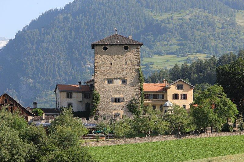 Ferienresidenz von Planta, Schloss Rietberg, holiday rental in Wergenstein