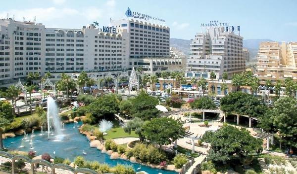 Vista exterior dos jardins do complexo Marina dor