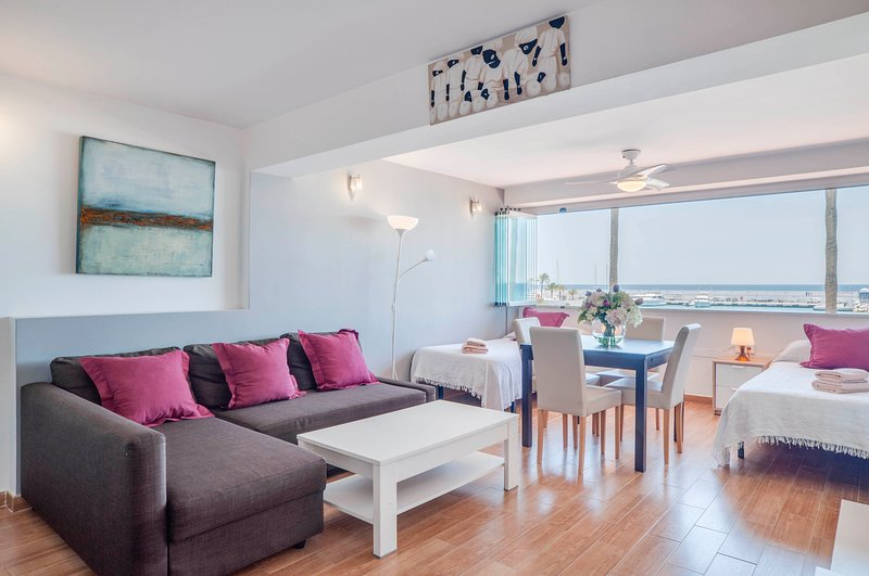 Eden Roc BeachFront Apartment E-12, vacation rental in Marbella