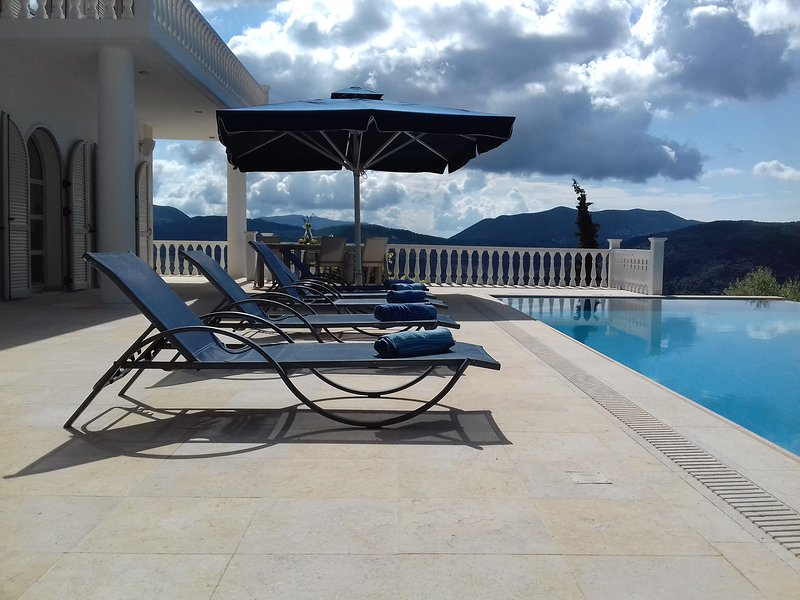 AureaThea Villa, vacation rental in Kontarena