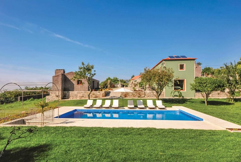 Luxury modern villa great for  large groups, location de vacances à Afife