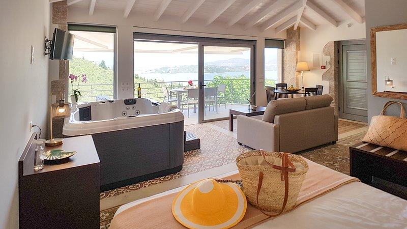 Low season offers - Lefkothea Suite with Indoor Jacuzzi, Sea View and Breakfast, vacation rental in Episkopos