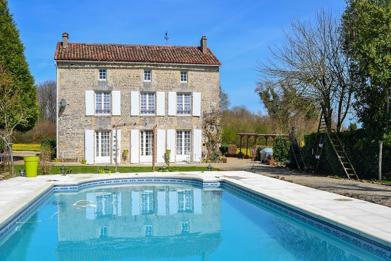 L'Ancienne Ecole, holiday rental in Villefagnan
