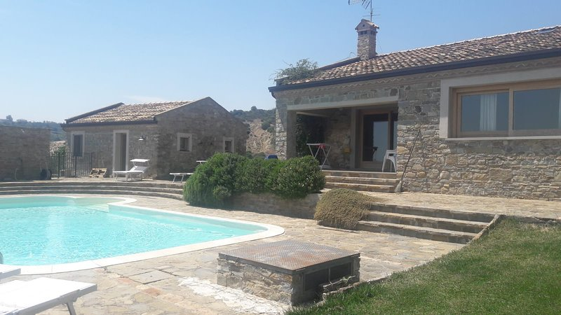 Amazing villa with swimming-pool, holiday rental in Policoro