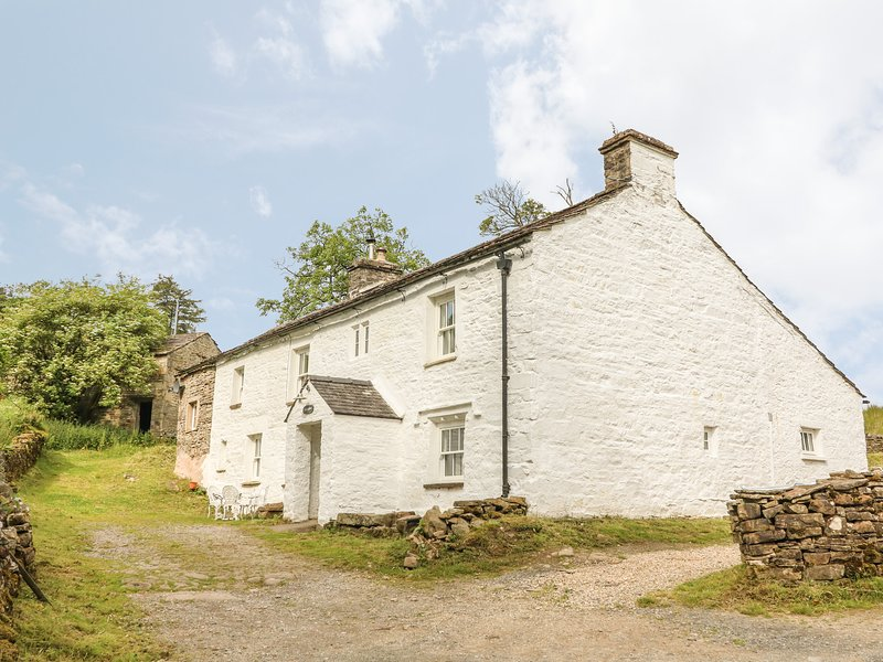 SCALE GILL FOOT, large detached character cottage, woodburning stove, WiFi, vacation rental in Garsdale