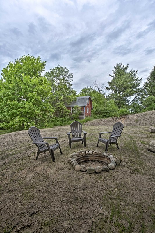 The 5-bedroom, 2-bathroom vacation rental has a fire pit!