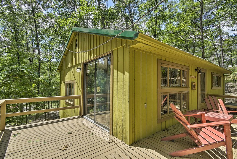 Cabin on Ranch, 5 Mi to Raystown Lake Launch!, holiday rental in Saxton