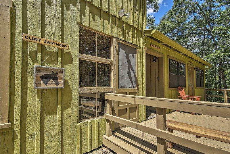 El apartamento 'Clint Eastwood' es una unidad de 2 camas y 1 baño para 5 personas.