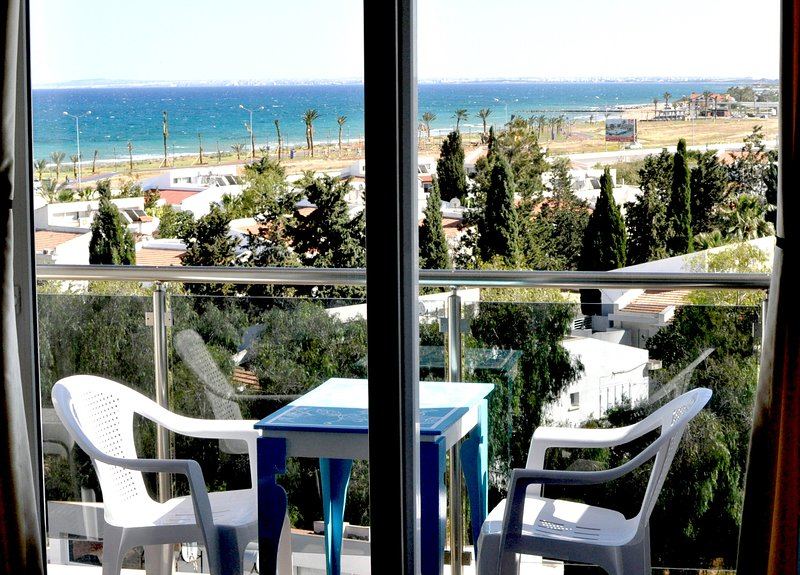 1 BEDROOM WITH SEAVIEW 200 M FROM SANDY LONG BEACH, FAMAGUSTA, CYPRUS, alquiler vacacional en Bogaz