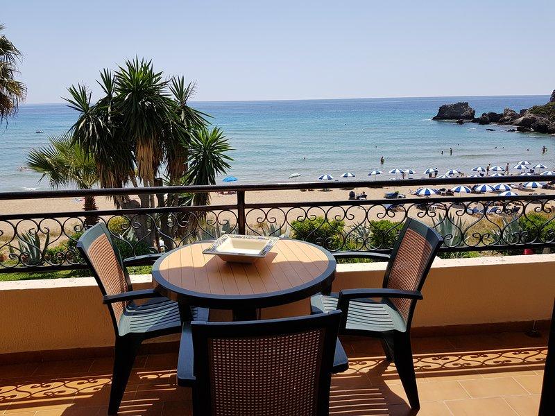 Corfu Glyfada Beachfront Apartment 7, casa vacanza a Glyfada