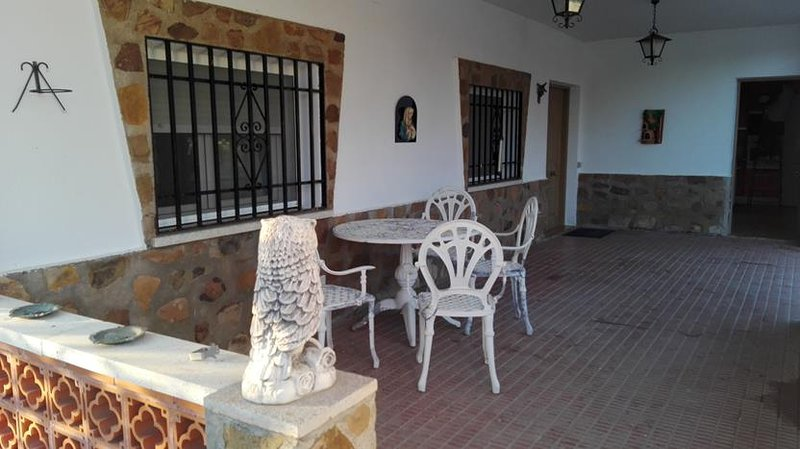 Chalet en Urbanización Valdoro, Las Casas ( Ciudad Real), location de vacances à Las Navillas