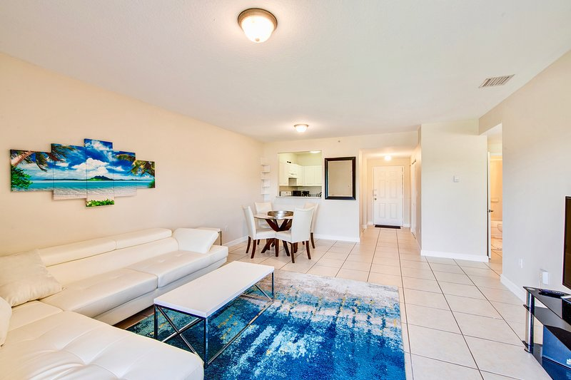 Large and Modern 2bed/2bath with FREE GATED PARKING!!!, holiday rental in Miami Shores