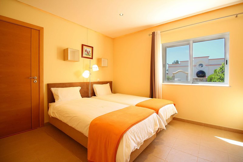 Fully equipped apartment, 2 minutes away from an amazing water park, casa vacanza a Odelouca