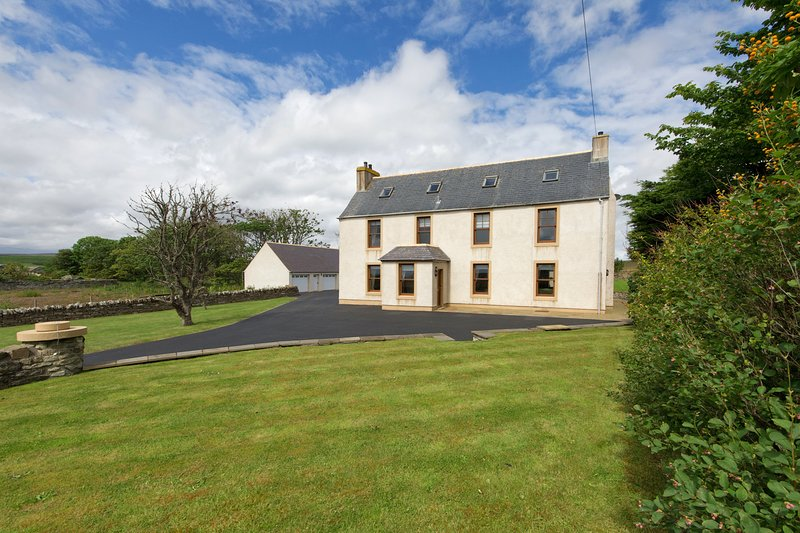 Luxury Country Home on the NC500- Sleeps 4-12 ppl, vacation rental in Dunbeath