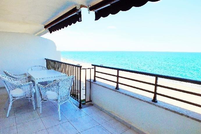 MIAMI-PLAYA, FRONTAL AL MAR+PISCINA, 6 PERSONAS, holiday rental in Montroig
