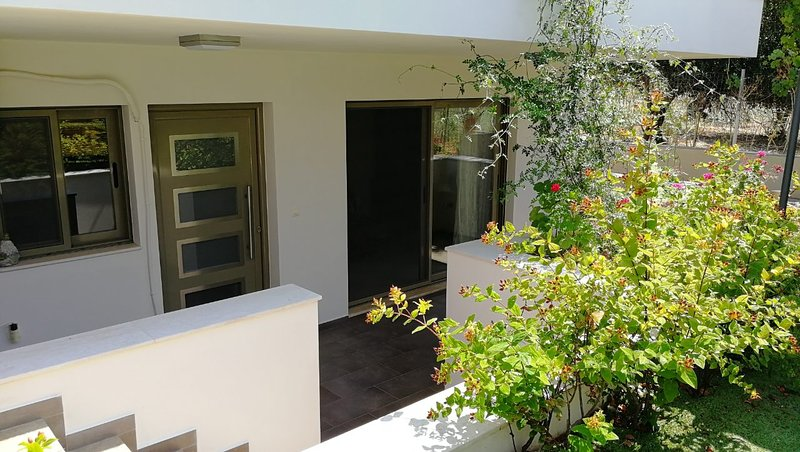 Angel House Apartments, holiday rental in Zipari