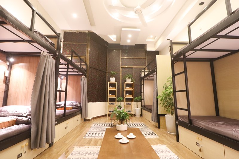 DALAT LEGEND homestay - DORM room for 8 persons, alquiler de vacaciones en Lam Dong Province