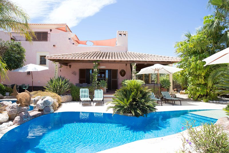 Stunning villa on Desert Spring Golf Course, holiday rental in Huercal-Overa