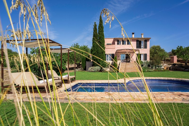 Amazing villa with swimming-pool, holiday rental in Sant Llorenç des Cardassar