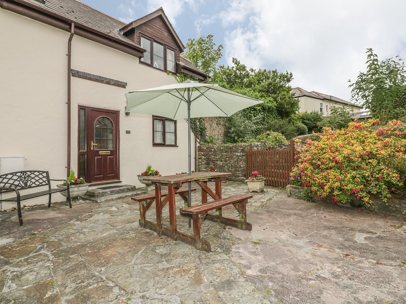 DAIRY COTTAGE upside down accommodation, shared use of swimming pool and games, holiday rental in Poughill