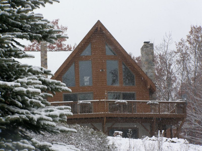 Pocono Chalet - Perfect retreat for all seasons and minutes away from BB/JF – semesterbostad i Albrightsville