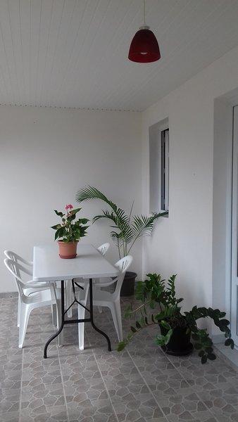 Beautiful apartment with terrace, location de vacances à Saint-Esprit