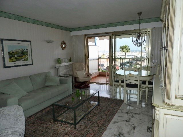 Nice apt with sea view & terrace, holiday rental in La Napoule-Plage