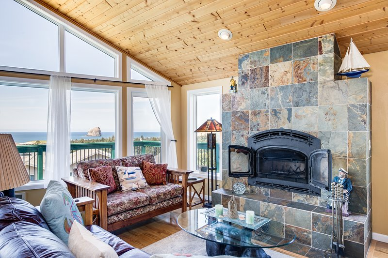 New listing! Bright & open hillside home with sprawling ocean views!, vacation rental in Pacific City