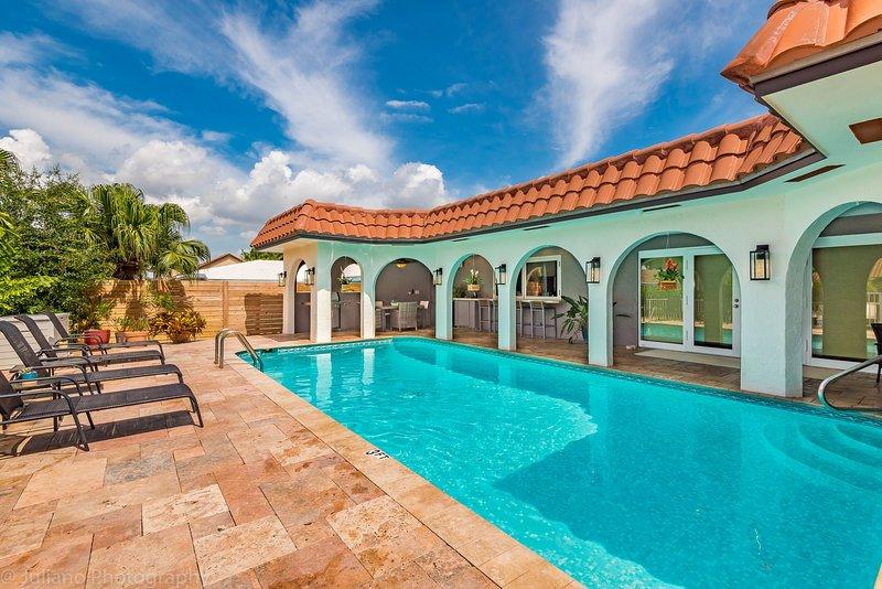 Bermuda Riviera Waterfront Oasis! Beautiful Pool! Near Beach! No Fixed Bridges! – semesterbostad i Lauderdale by the Sea