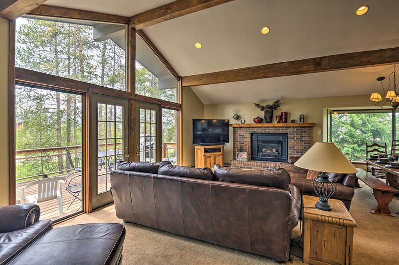 Enjoy a comfortable and stunning mountain home in Fraser!