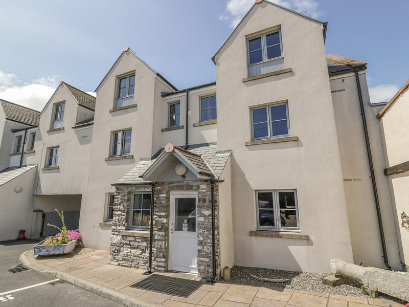 THE MOORINGS, open plan, harbour views, ground floor living, Ref 961222, holiday rental in Isle of Whithorn
