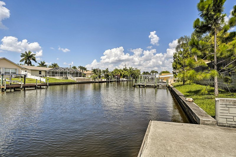 The community features a launching pad for kayaking on the water.