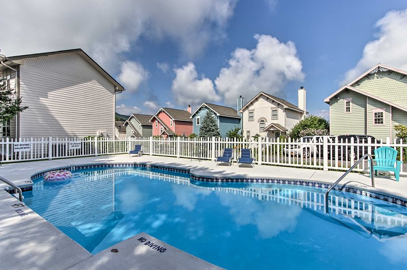 In the summer, make yourself home by the community pool!