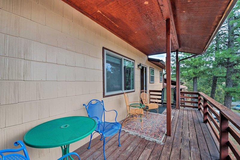 Con 2 cubiertas, esta casa de Ruidoso no puede ser mejor!