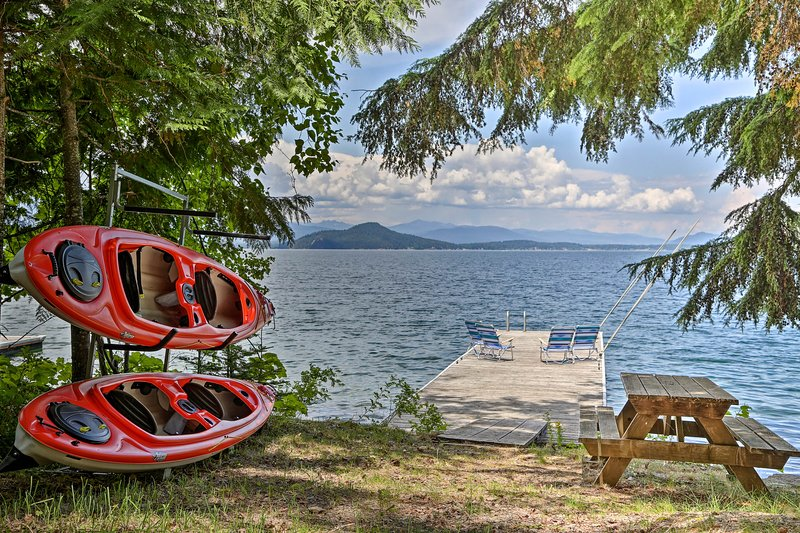 Lakeside Sagle Home w/Dock-by Schweitzer Mtn!, holiday rental in Hope