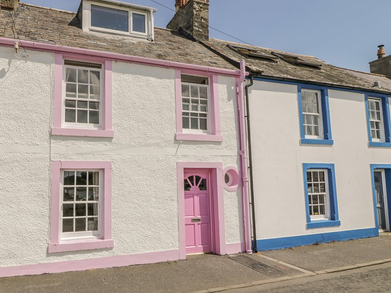 THE PINK HOUSE, sea views, woodburning stove, roadside parking in Isle of, vacation rental in Garlieston