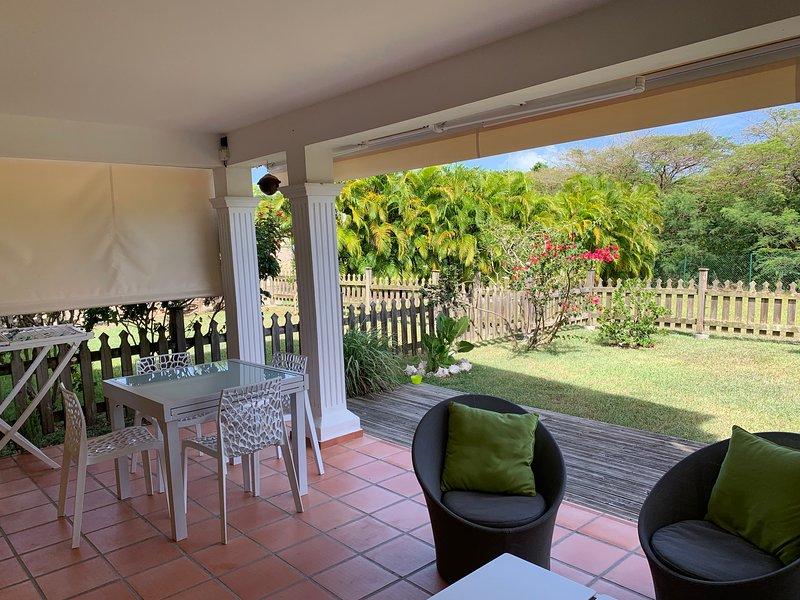 Appartement EZANA rez de jardin calme avec piscine, vacation rental in Saint Francois