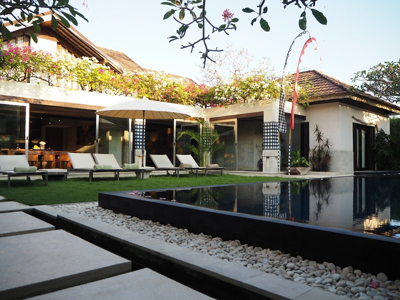 TempleTree Dijaya 4 bdrm luxury beach villa | bali, holiday rental in South Kuta