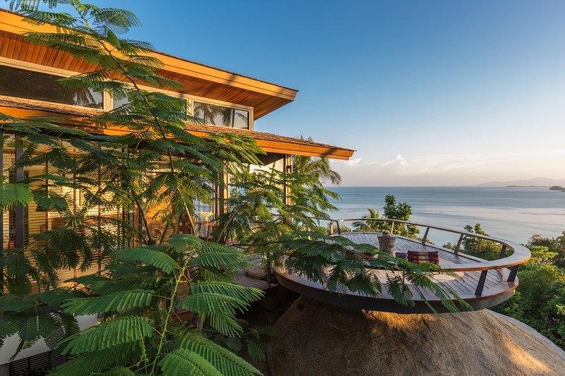 45% OFF L2 Residence Sleek Designer Hillside Villa, Ocean View, vacation rental in Laem Set