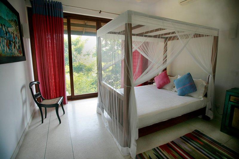 Peaceful Double room. Sea Heart House on Koggala Lake!, location de vacances à Koggala