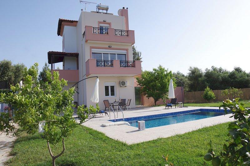 Villa Marina - living in Cretan countryside!, casa vacanza a Margarites