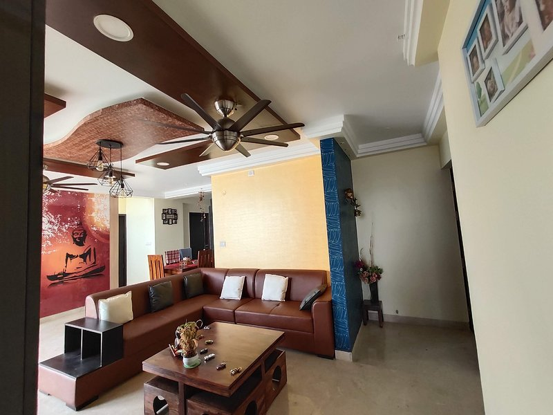 Cozy & Colorful Room with a Bunk Bed and Balcony, vacation rental in Harlūr