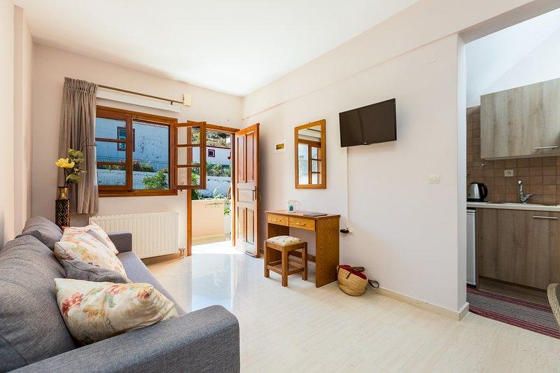 Monopati Apartment 1 (ground floor), holiday rental in Kerames