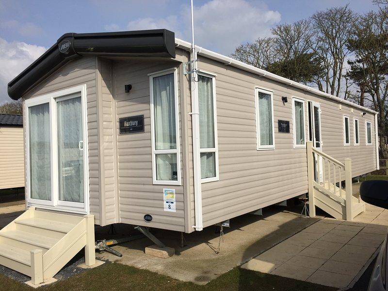 6 Berth family Caravan: Haven Lakeland Leisure Park, Flookburgh, Cumbria, holiday rental in Grange-over-Sands