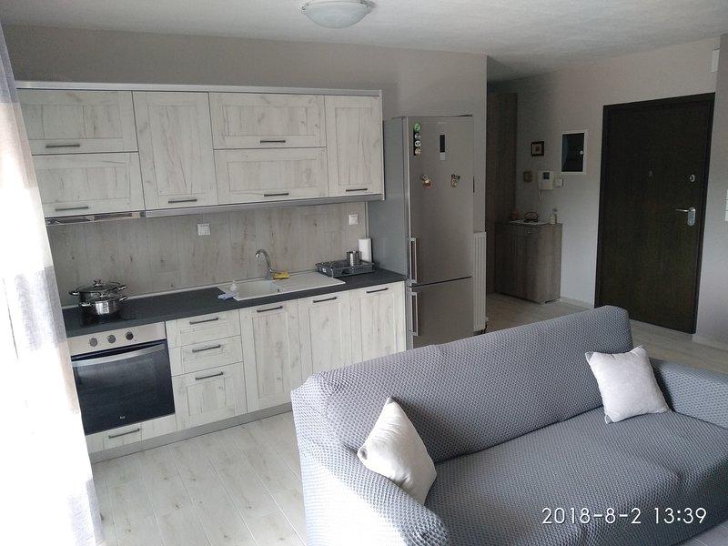 Four Season Apartment, holiday rental in Paralia Ofriniou