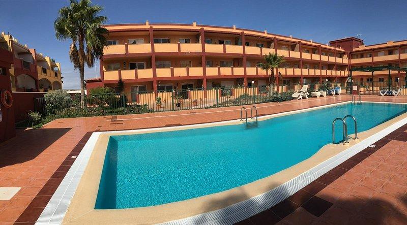 Appartement La Caleta - Complexe Tranquille, location de vacances à Guisguey