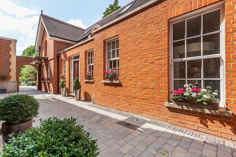 Charming 2 bedroom Cottage, London, holiday rental in Bromley