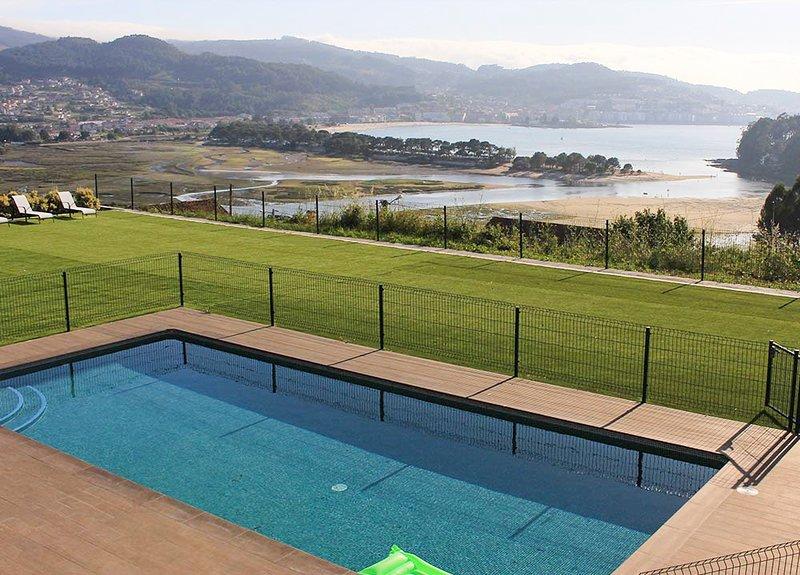Ramallosa Villa Sleeps 11 with Pool - 5809342, location de vacances à A Ramallosa