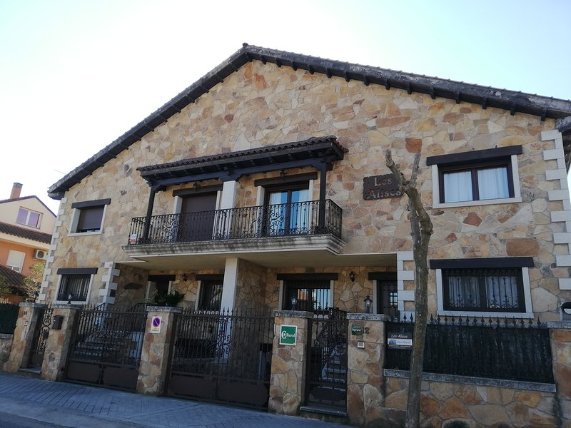 Los Alisos casa rural, holiday rental in Colmenar Viejo
