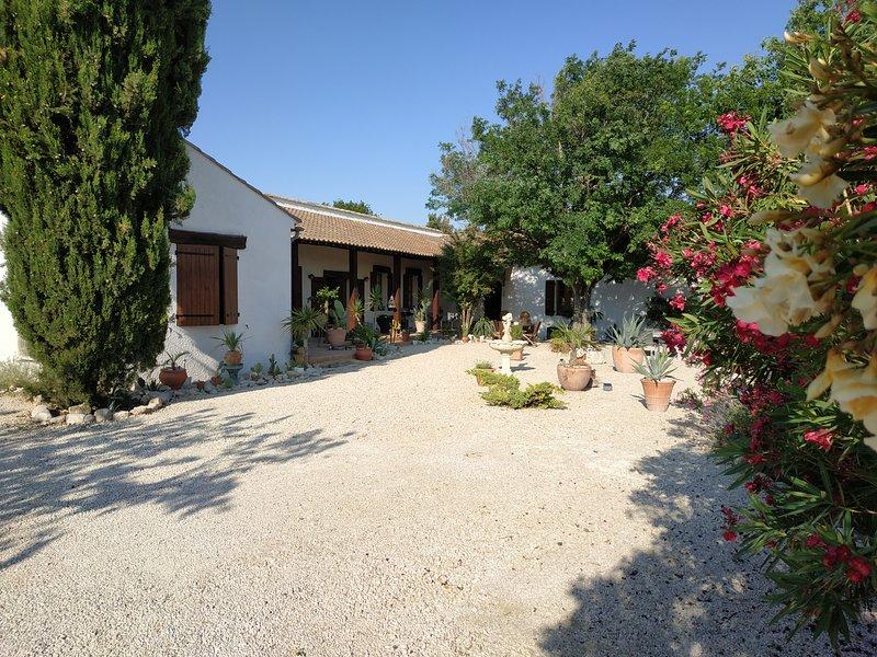 Chambre / salle de bain / petit-déjeuner avec entrée privative, casa vacanza a Reauville